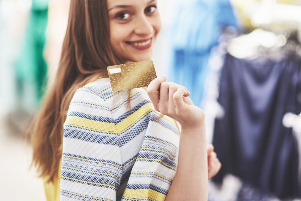 Top 5 credit cards in UAE for people with salary AED 5000 per month